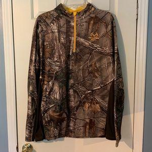 Realtree camo pullover in great condition!